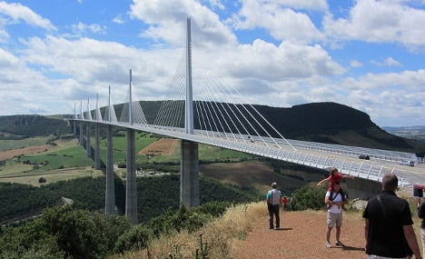 French motorist 'forgets' wife on world's tallest bridge