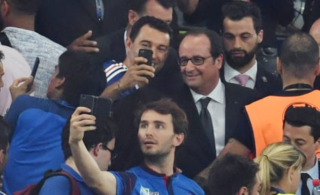 Hollande only Frenchman who won't get a lift from Les Bleus