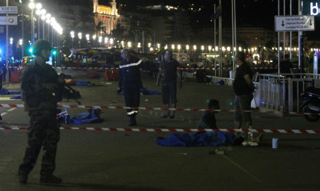 Hollande extends emergency powers after 'terror attack'