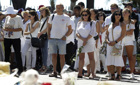 Hundreds dress in white to pay homage to Nice victims