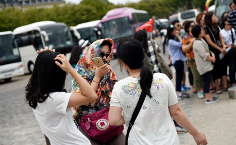 Robbers use teargas in raid on Chinese tourists near Paris