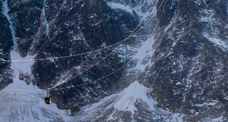 Dozens spend night stuck in cable cars over French Alps
