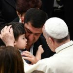 Pope calls for 'dialogue' as meets Nice bereaved