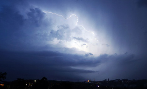 Hail storms, wild fires and heatwave put France on alert