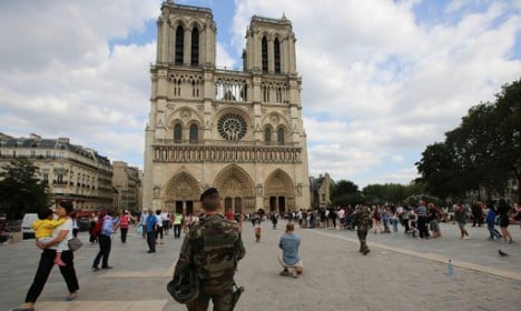 Police shoot woman linked to Paris gas cylinders car