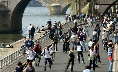 Paris makes 'history' by banning cars on river bank
