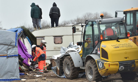 France poised to send bulldozers into Calais Jungle