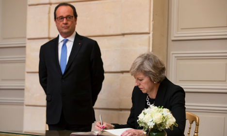 Hollande tells Britain: You must pay the price for Brexit