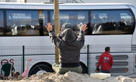 Last minors from Calais 'Jungle' bussed across France