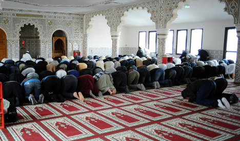 France shuts four 'extremist' mosques in Paris region
