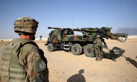 South of Mosul, French guns back up Iraqi forces