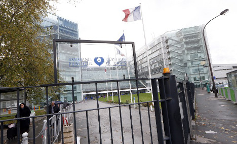 Paris hospital closes after 'anonymous bomb threat'