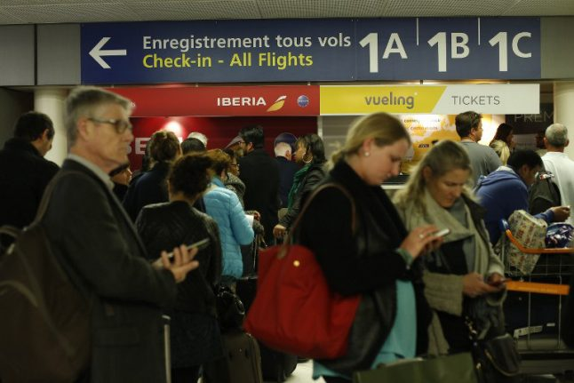US and UK spies 'targeted Air France passengers' mobiles'