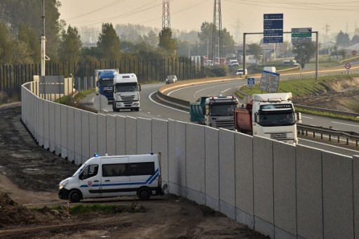 Calais Jungle 'anti-migrant' wall completed - two months after camp was cleared
