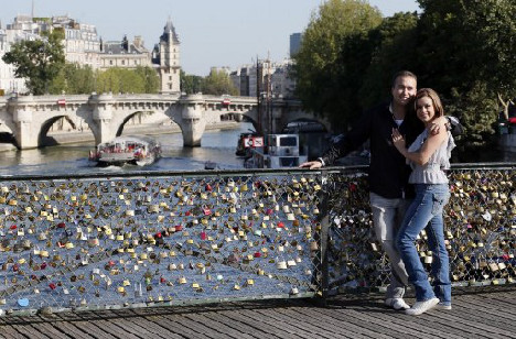 Paris plans to sell old love locks to raise €100,000 for refugees