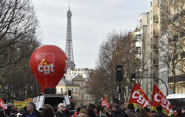 Eiffel Tower closed: workers strike over 'botched' paint job plan