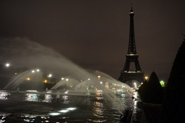 Paris to switch off Eiffel Tower lights for Aleppo
