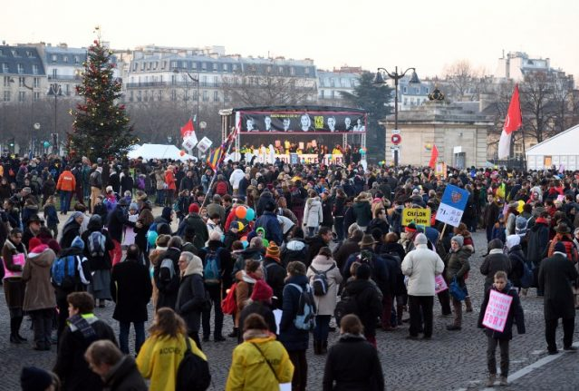 Thousands take to Paris streets to march against abortion