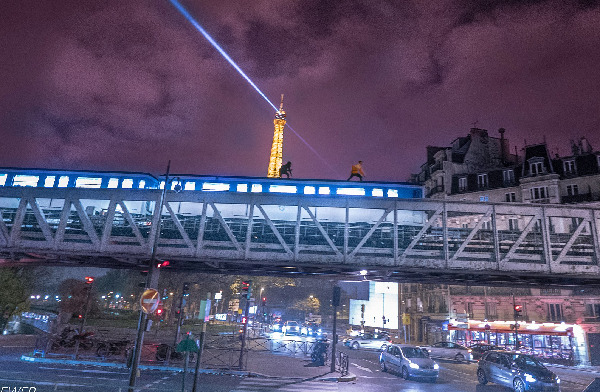 Brit thrill seeker 'died trying to climb on roof of Paris Metro'