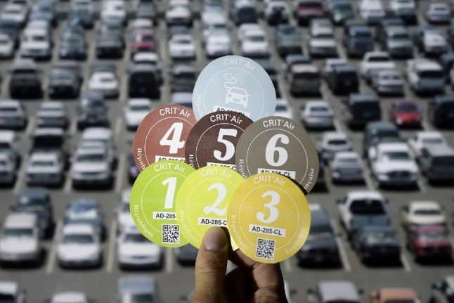 Paris rolls out anti-pollution stickers for all vehicles (including foreign cars)