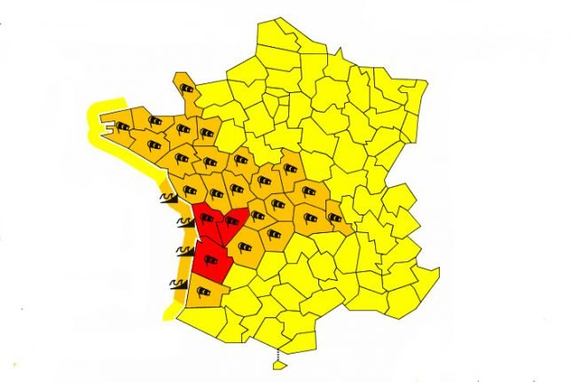 Red alert for western France as storm winds set to reach 160 km/hr
