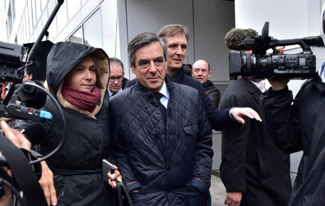 Fillon's hopes boosted as Republicans party pledges 'unanimous' support