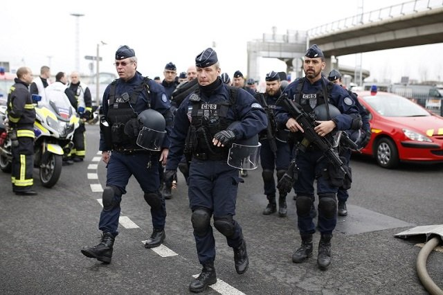 Paris airport attacker told soldiers 'I'm ready to die for Allah'