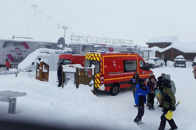 Avalanche rattles skiers at French Alps resort of Tignes