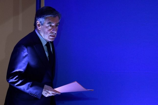 Fillon suspected of forging documents to prove his wife worked for him