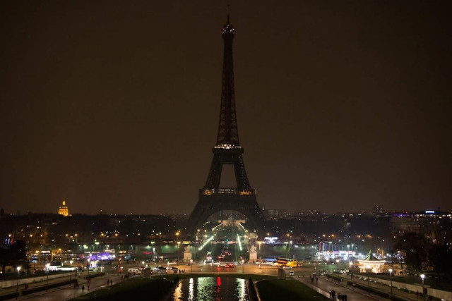 Paris consoles London as Iron Lady turns out lights in respect of victims