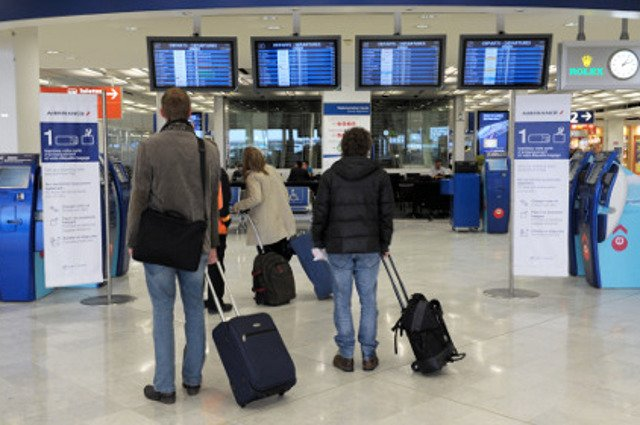 Why are Paris airports ranked among the worst in Europe?