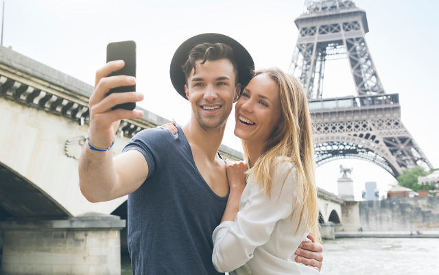 EU parliament backs June date to end mobile roaming charges