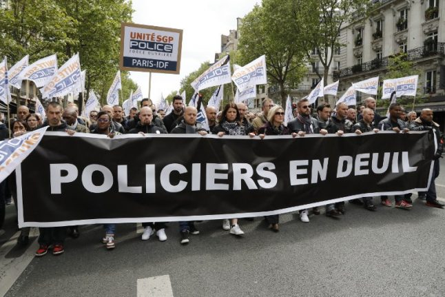 Thousands of Paris cops urge Le Pen and Macron to 'hear their anger'