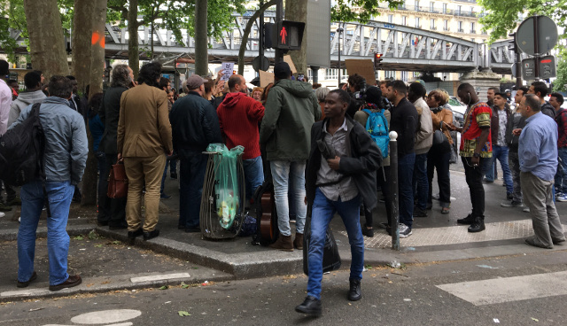 Protest over 'no-go zone for women' in Paris immigrant district