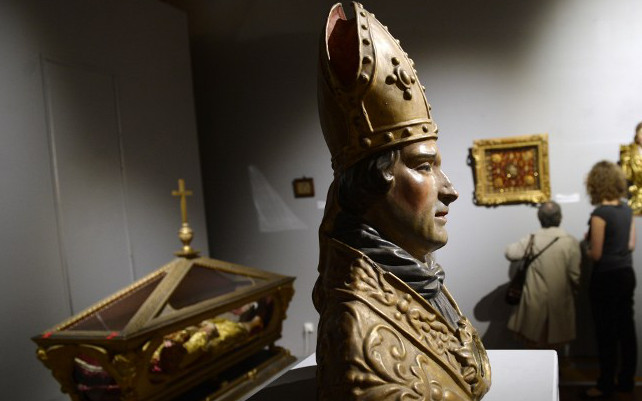 Crown with 1,800 gem stones stolen from museum in Lyon
