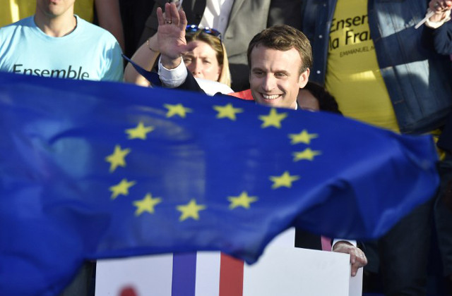 French election: Nervous Brussels 'crosses fingers' for Macron