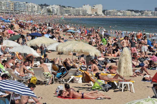 Privatization of famous French beach causes uproar