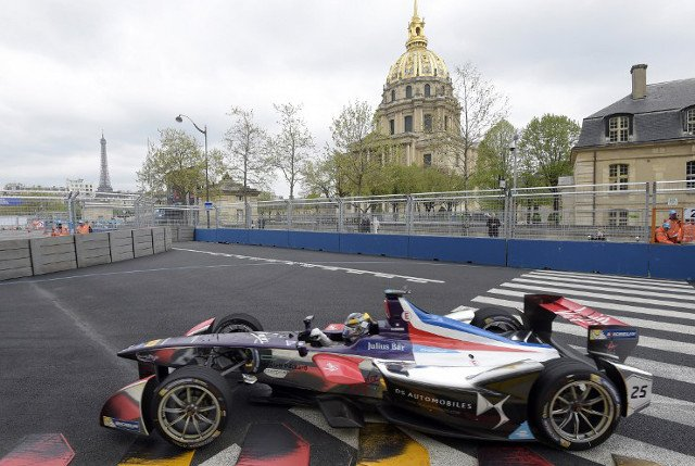 Central Paris gets set to become giant race track