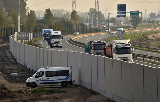 France urged to do more to protect truck drivers after Calais crash death