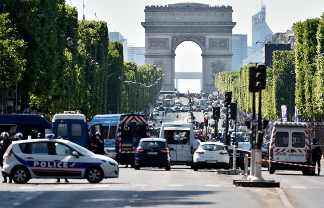 Champs-Elysées: Armed man crashes car into police van in 'attempted attack'
