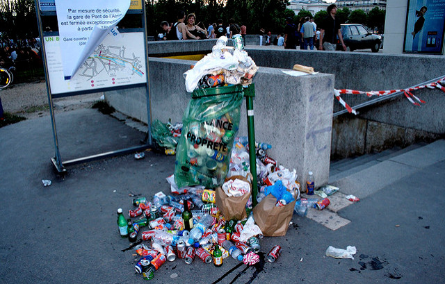 Paris: City's crackdown on dirty streets sees 34,000 fines dished out in six months