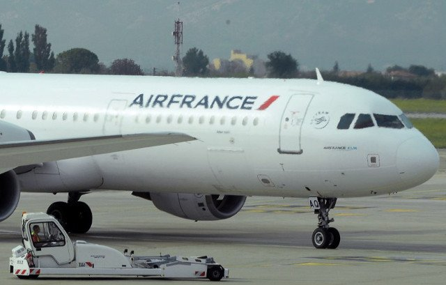 Air France to create new lower-cost airline after winning pilots' backing