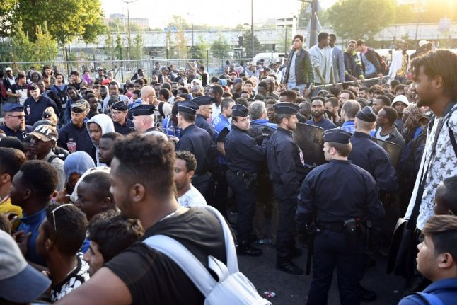 Paris police evacuate 2,500 migrants from squalid camp