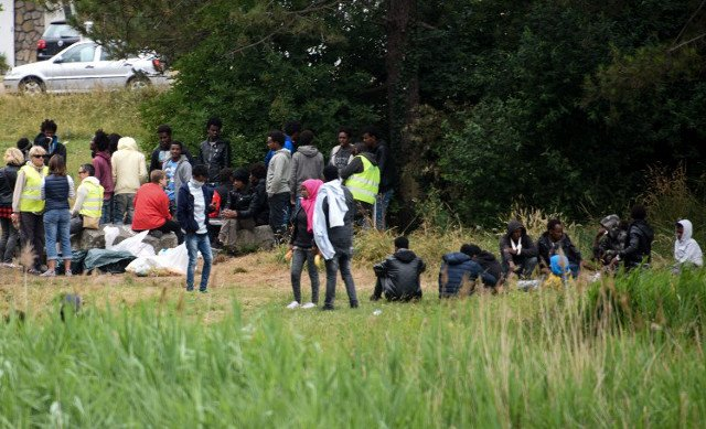 French court rules government must supply water to migrants
