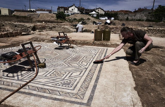 Archaeologists uncover 'little Pompeii' in France