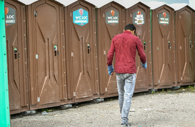 France provides toilets and taps for Calais migrants