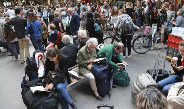 Holidaymakers react to Montparnasse train station chaos