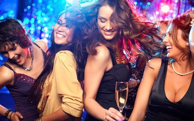 French nightclub gives women free drinks for wearing short skirts