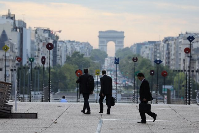 France cuts taxes on bankers to woo Britain's Brexit leavers