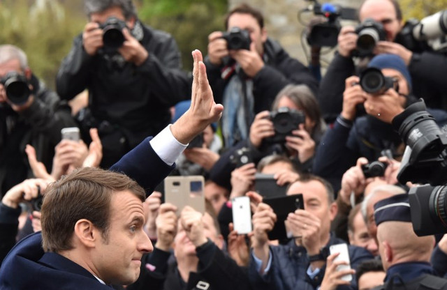 Macron withdraws legal complaint against press photographer who 'harassed' him on holiday